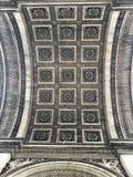 曲拱城市日横向巴黎晴朗凯旋式 库存图片