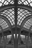 曲拱大厦玻璃屋顶 库存照片