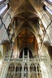 曲拱大教堂内部透视图 图库摄影