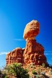 曲拱平衡了国家公园岩石美国犹他 库存图片