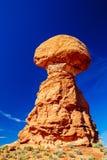 曲拱平衡了国家公园岩石美国犹他 库存照片