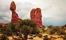 曲拱平衡岩石犹他 库存照片