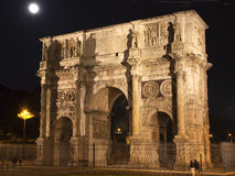 曲拱康斯坦丁意大利月亮晚上罗马 免版税库存照片