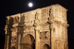 曲拱接近的康斯坦丁意大利月亮罗马 库存图片