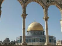曲拱构筑的岩石清真寺的圆顶在耶路撒冷 库存照片