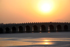 曲拱桥梁宫殿十七夏天 免版税库存照片