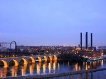 曲拱桥梁米尼亚波尼斯石头 库存照片
