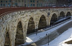 曲拱桥梁米尼亚波尼斯mn石头 免版税库存照片