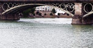 曲拱桥梁 免版税库存照片