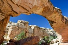 曲拱桥梁hickman自然岩石 库存图片