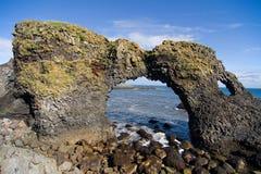 曲拱火山冰岛的岩石 免版税库存图片
