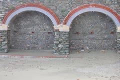 曲拱由石头和砖做成 库存照片