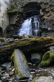 从曲拱的瀑布 库存图片