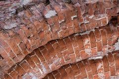 曲拱的看法被修造红砖 免版税库存照片