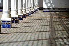 曲拱的阴影在El巴伊亚宫殿在马拉喀什 免版税库存照片