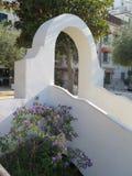 曲拱看法在意大利海岸的晴天 免版税库存照片