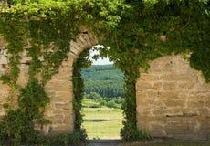 曲拱老墙壁 免版税库存图片