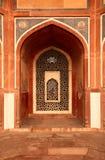 曲拱被雕刻的大理石视窗 免版税库存照片
