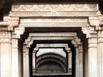 曲拱被雕刻的石头 免版税库存照片
