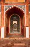 曲拱被雕刻的大理石视窗 Humayun& x27; s坟茔,德里 库存照片
