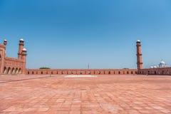 曲拱badshahi拉合尔清真寺巴基斯坦旁遮普& 免版税库存图片