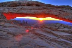 曲拱canyonlands mesa默阿布日出犹他 免版税库存图片