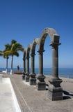 曲拱El Malecon巴亚尔塔港墨西哥 免版税库存照片