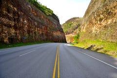 曲线,溜滑和危险路 免版税库存图片
