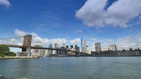 更低的曼哈顿和布鲁克林大桥剧烈的Timelapse视图  股票录像