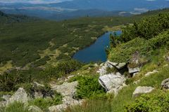 更低的湖,七个Rila湖,保加利亚的风景 免版税库存照片