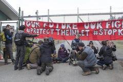 更加亲切的摩根油库的抗议者在本那比, BC 2018年3月20日, 免版税库存图片