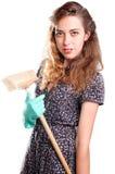 更加干净的主妇微笑的年轻人 免版税库存图片