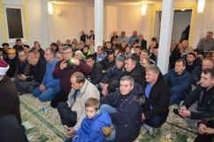 更小的人群在清真寺 免版税库存照片