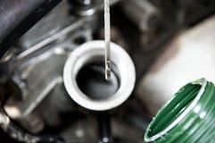 更改机器润滑油 库存图片