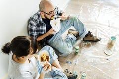 更新房子概念的人们从工作打破 库存照片
