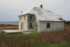 更旧被放弃的房子 免版税库存图片