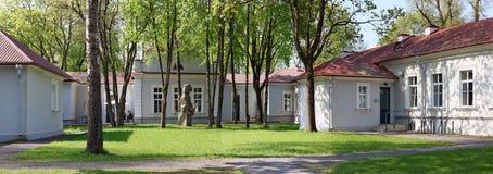 更深一家成功的立陶宛的新运作公司的大厦 免版税库存照片