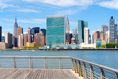 曼哈顿中城地平线在一个美好的夏日 库存照片