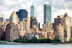 曼哈顿中城看法有几老和新的公寓bui的 免版税库存图片