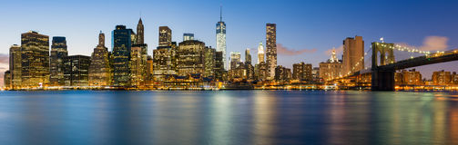 曼哈顿全景在夜之前 图库摄影