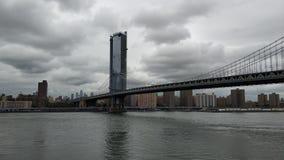 曼哈顿和布鲁克林大桥巨大看法  库存图片
