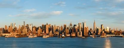 曼哈顿在日落,纽约前的中间地区地平线 库存照片