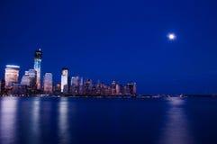 曼哈顿在晚上 免版税库存图片