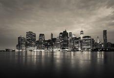曼哈顿地平线夜蒙太奇对天-纽约-美国 免版税库存照片