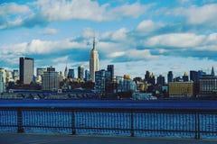 曼哈顿地平线以帝国大厦为特色的纽约 免版税库存图片