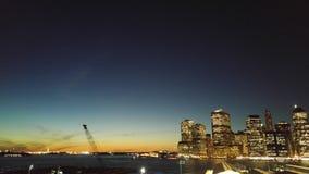 曼哈顿夜视图从布鲁克林Heights散步的 免版税库存照片