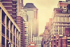 曼哈顿大厦, NYC的减速火箭的被定调子的图片 库存照片