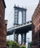 曼哈顿大桥在夏天 免版税库存照片