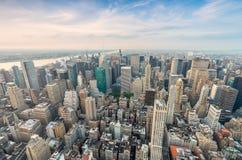 曼哈顿惊人的地平线  空中新的视图约克 免版税库存照片