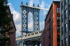 曼哈顿桥梁和布鲁克林街道在纽约 免版税库存图片